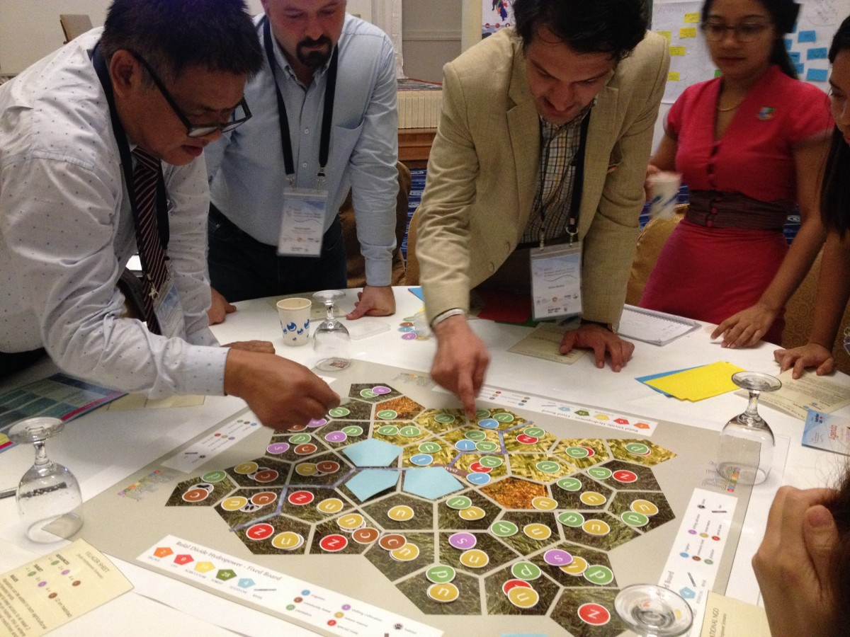 Unraveling power-play in land use planning